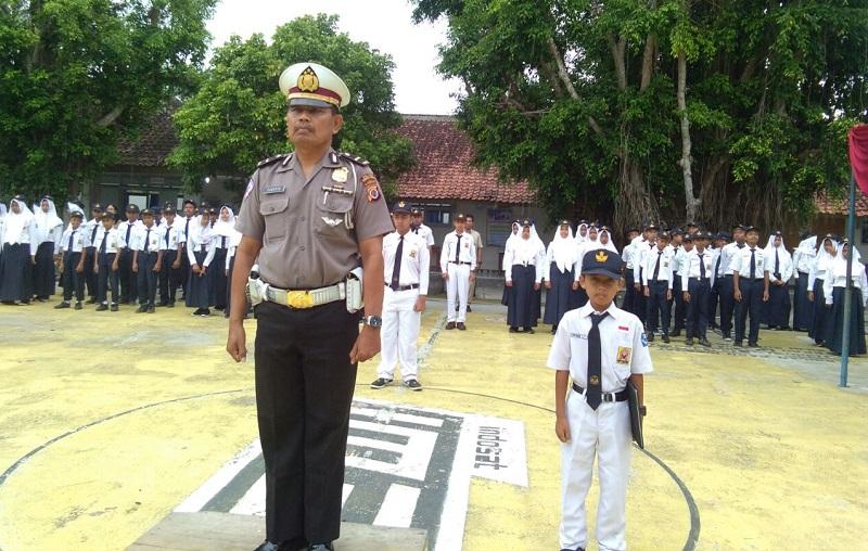 POLICE GO TO SCHOOL