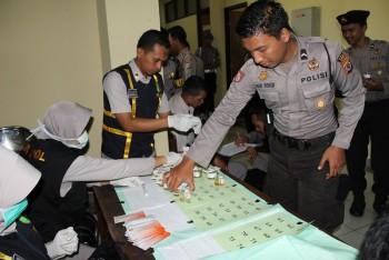 Puluhan Polisi Jalani Test Urine